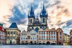 Церковь нашей дамы перед Tyn, старой городской площади Праги стоковое фото