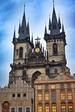 Церковь нашей дамы расположена в старом городке Праги около старой городской площади стоковая фотография rf