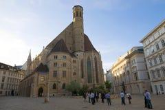 Церковь на вечере в апреле, Вена Minorite готическая стоковое изображение