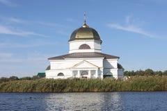 Церковь на воде стоковые изображения