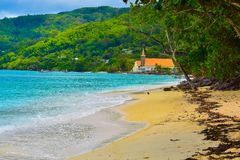 Церковь на пляже, остров Mahe, Сейшельские островы стоковая фотография rf