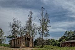 Церковь около malanje, Анголы, Африки, португальской колониальной церков времени стоковые фотографии rf