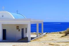 церковь около моря стоковая фотография rf