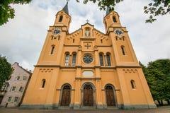 Церковь предположения St Mary в Brunico Bruneck, Val Pusteria, альте Адидже, Италии Стоковое Изображение