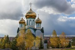 церковь придает куполообразную форму: золотистое правоверное Стоковое фото RF