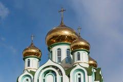 церковь придает куполообразную форму: золотистое правоверное Стоковые Фото
