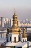 церковь придает куполообразную форму: снежок pechersk lavra kiev Стоковая Фотография
