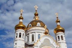 церковь придает куполообразную форму: золотистое правоверное Донецк Стоковые Изображения