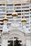 церковь придает куполообразную форму: золотистое правоверное Стоковые Фотографии RF