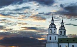 Церковь против неба вечера Стоковое фото RF