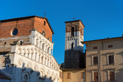 Церковь романск Santa Maria Bianca, также известная как Santa Maria Forisportam, в Лукке, Тоскана, Италия Стоковое Изображение