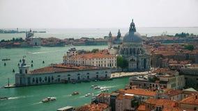 Церковь салюта della Santa Maria во взгляде сверху Венеции видеоматериал
