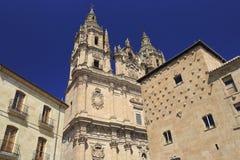 Церковь Саламанки Clerecia и Каса Conchas & x28; House& x29 раковины; Стоковое Изображение RF