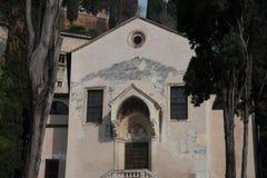 Церковь Святых Siro и Libera внутри римского театра в Ver стоковое фото rf