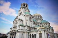 Церковь собора Александра Nevsky правоверная в голубом розовом заходе солнца, в столице Софии, Болгария Стоковое Изображение RF