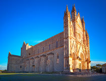 Церковь собора Duomo Orvieto средневековая на заходе солнца. Италия Стоковая Фотография