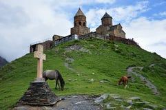 Церковь троицы Gergeti в Кавказе, Georgia Стоковое Изображение RF