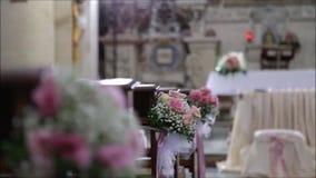 Церковь украшенная с цветками для свадьбы сток-видео