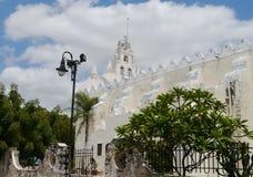 Церковь улицы истории архитектуры Erida мексиканськая Юкатана Стоковые Изображения RF