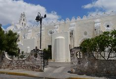 Церковь улицы истории архитектуры Erida мексиканськая Юкатана стоковое фото rf