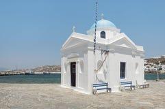 Церковь Aghios Nikolaos морем, островом Mykonos, Грецией стоковое изображение