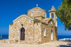 Церковь Ayios Ilias - старого правоверного столетия виска XIV na górze малого холма Protaras, район Famagusta, Кипр стоковое изображение