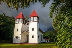 Церковь Haapiti в джунглях острова Moorea, ландшафте Стоковая Фотография