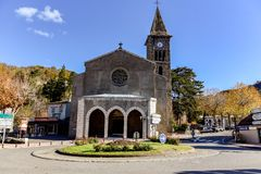 Церковь Occitan оси-les-Thermes: Acs коммуна в отделе Ariège в регионе Occitanie юго-западной Франции стоковое фото