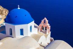 Церковь Oia, остров Santorini, Киклады, Греция Стоковая Фотография