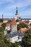 Церковь Oleviste и старый городок в Таллине Стоковые Фотографии RF