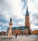 Церковь Riddarholmskyrkan на солнечном дне в Стокгольме, Швеции стоковые изображения