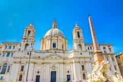 Церковь Sant Agnese в Agone и фонтане 4 рек, аркада Navona, Рим, Италия, Стоковые Фотографии RF