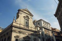 Церковь Santa Maria внутри через в Рим, Италию Fasade было конструировано della Porta Giacomo и было завершено Carlo Rainaldi стоковые фотографии rf