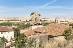 Церковь Santa Maria в городе Belorado взгляд от замка, провинция Бургоса, Испании Стоковое Изображение RF
