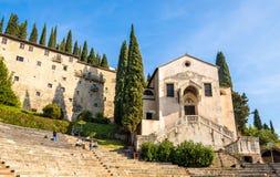 Церковь Santi Siro e Libera в Вероне стоковая фотография