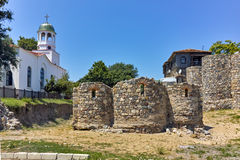 Церковь St Кирилла и St Methodius и старых руин, Болгарии Стоковые Изображения RF
