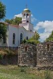 Церковь St Кирилла и St Methodius и старых руин в городке Sozopol Стоковое Фото