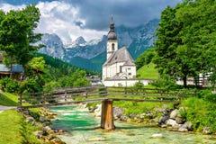 Церковь St Bartholomew, Berchtesgaden, Бавария стоковые фотографии rf