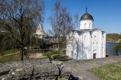 Церковь St. George на крепости в Staraya Ladoga Россия Стоковые Фотографии RF