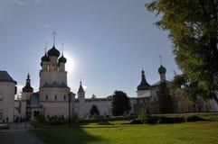 Церковь St. John евангелист и церковь Hodegetria в Кремле в Ростове большой стоковые фото