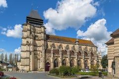 Церковь St Michael в Pont-l& x27; Eveque, Франция стоковые фото