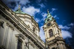 Церковь St Nicholas в Праге - времени - arhitecture стоковое изображение