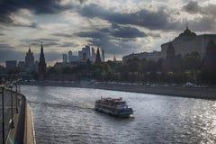 Церковь St Sophia на обваловке Софии в Москве Напротив Кремля, на обваловке Софии, церковь ic Стоковые Фото