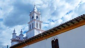 Церковь Todos Сантоса в историческом центре Cuenca, эквадора стоковое изображение