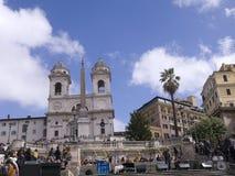 Церковь Trinita di Monti вверху испанский язык шагает в Рим Италию Стоковые Изображения