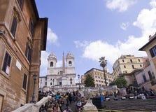 Церковь Trinita di Monti вверху испанский язык шагает в Рим Италию Стоковое Изображение