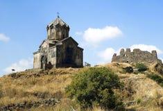 Церковь Vahramashen и руины замка Amberd стоковое фото rf