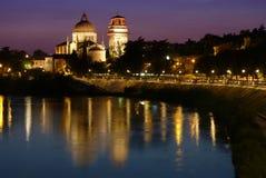 Церковь Veronas Сан Giorgio к ноча Стоковое фото RF