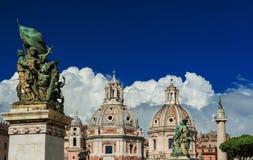 Церков близнеца форума Trajan в Риме Стоковые Изображения