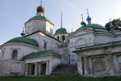 "34/5000 церков Staritsa gorode tserkov ""v neobychnaya необыкновенных в городе Staritsa стоковое фото rf"